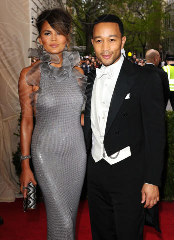 Christine Teigen, John Legend - New York - 05-05-2014 - John Legend acquista la villa di Rihanna a Beverly Hills