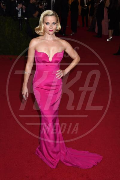 Reese Witherspoon - New York - 05-05-2014 - La rivincita delle bionde in rosa shocking: le vip sono Barbie!