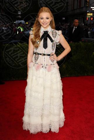 Chloe Grace Moretz - New York - 05-05-2014 - MET Gala: bianco e nero, un classico sul tappeto rosso