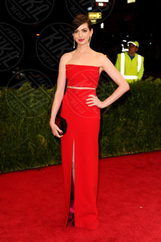Anne Hathaway - New York - 05-05-2014 - Top Crop & company: pancini al vento sul red carpet