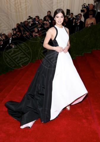 Hailee Steinfeld - New York - 06-05-2014 - Bianco e nero: un classico sul tappeto rosso!