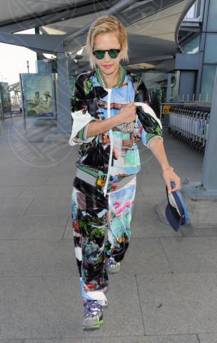 Rita Ora - Londra - 07-05-2014 - In carrozza! Anche il viaggio ha il suo dress code