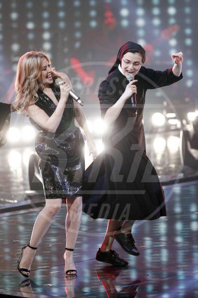 Suor Cristina Scuccia, Kylie Minogue - Milano - 07-05-2014 - Suor Cristina Scuccia trionfa a The Voice of Italy