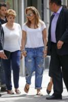 Jennifer Lopez - New York - 12-05-2014 - Ecco le celebrity che fanno uno strappo alla regola… dei jeans