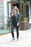 Nicky Hilton - Manhattan - 14-05-2014 - Giù dai tacchi: le Star preferiscono le All Star!