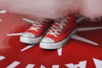 Hailee Steinfeld - West Hollywood - 27-02-2011 - Giù dai tacchi: le Star preferiscono le All Star!