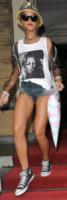 Rihanna - Amsterdam - 26-06-2013 - Giù dai tacchi: le Star preferiscono le All Star!