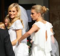 Poppy Delevingne, Cara Delevingne - Londra - 16-05-2014 - Amal e George: Hello! e People svelano l'abito della sposa