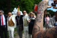 Elwin Anthony van Dijk, Fausto Schermi, parenti - Amici - Fano - 17-05-2014 - La favola di Fausto e Elwin, sposi in Olanda ma non in Italia
