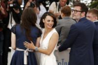 Zukhra Duishvili, Maksim Emelyanov, Michel Hazanavicius, Berenice Bejo - Cannes - 21-05-2014 - Cannes 2014: Hazanavicius un polpo al photocall di The Search