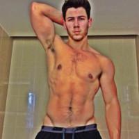 Nick Jonas - Questo si chiama prendere l'estate…di petto!