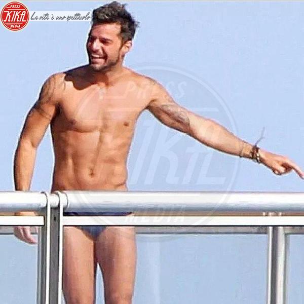 Ricky Martin - Questo si chiama prendere l'estate…di petto!