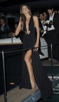 Izabel Goulart - Cannes - 22-05-2014 - Contro il caldo dell'estate, prendi fresco con lo spacco!