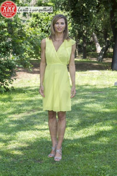 Martina Colombari - Roma - 26-05-2014 - Giallo e arancione, colori del sole e dell'estate!