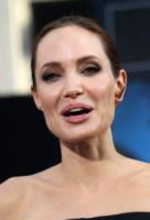 Angelina Jolie - Los Angeles - 28-05-2014 - Angelina Jolie cuoca d'insetti per la troupe della BBC