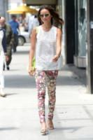 Jamie Chung - Los Angeles - 13-06-2013 - In primavera ed estate, mettete dei fiori… sui pantaloni!