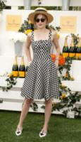 Dakota Johnson - JERSEY CITY - 01-06-2014 - L'abito della bella stagione? Il corolla dress, sexy e bon ton!