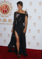 Halle Berry - Los Angeles - 01-06-2014 - Contro il caldo dell'estate, prendi fresco con lo spacco!
