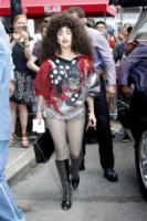 Lady Gaga - New York - 06-06-2014 - Gonna o pantaloni? Niente. A lei bastano le calze a rete