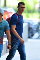 Cristiano Ronaldo - New York - 08-06-2014 - Irina Shayk ha occhi solo per Ronaldo, lui solo per il pallone
