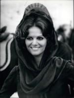 Claudia Cardinale - 10-10-1968 - Cannes corregge Claudia Cardinale a colpi di Photoshop