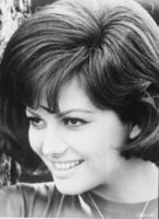Claudia Cardinale - 01-01-1965 - Cannes corregge Claudia Cardinale a colpi di Photoshop