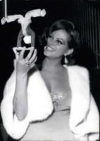 Claudia Cardinale - 12-12-1964 - Cannes corregge Claudia Cardinale a colpi di Photoshop