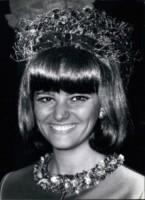 Claudia Cardinale - 02-02-1966 - Cannes corregge Claudia Cardinale a colpi di Photoshop