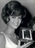 Claudia Cardinale - 04-04-1965 - Cannes corregge Claudia Cardinale a colpi di Photoshop