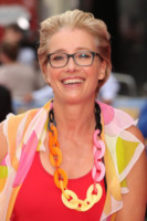 Emma Thompson - Leicester - 12-06-2014 - Emma Thompson a Buckingham Palace, il suo look strappa risate