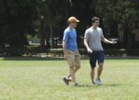 Evan Oppenheimer, Brett Dalton - Firenze - 11-06-2014 - Brett Dalton si dà al calcio (storico) per The Tourist