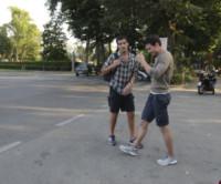 Brett Dalton, Marco Bonini - Firenze - 11-06-2014 - Brett Dalton si dà al calcio (storico) per The Tourist
