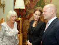 William Hague, Camilla Parker Bowles, Angelina Jolie - Londra - 13-06-2014 - Angelina Jolie: chiamatemi pure Dame