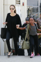 Zahara Jolie Pitt, Angelina Jolie - Los Angeles - 14-06-2014 - Vic Beckham, la più chic in aeroporto secondo British Airways