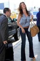 Cindy Crawford - Los Angeles - 16-06-2014 - In carrozza! Anche il viaggio ha il suo dress code