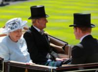 Regina Elisabetta II, Principe Filippo Duca di Edimburgo - Windsor - 17-06-2014 - Royal Ascot: tanto di cappello al principe Harry!