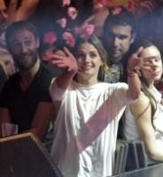 Stana Katic - Atene - 18-06-2014 - Stana Katic regina di fiori in Grecia