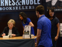 Hillary Clinton, Chris Colfer - West Hollywood - 19-06-2014 - Hilary Clinton ha un fan d'eccezione: Chris Colfer