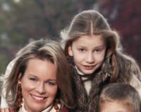 Principessa Elisabetta del Belgio, Mathilde  del Belgio - Brussels - 17-11-2012 - Principesse adolescenti sui troni d'Europa: le riconoscete?