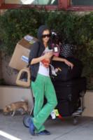 Paris Hilton - Los Angeles - 23-06-2014 - In carrozza! Anche il viaggio ha il suo dress code