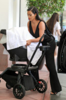 North West, Kim Kardashian - Los Angeles - 24-06-2014 - Vade retro abito! Kim Kardashian tradita dalla tuta