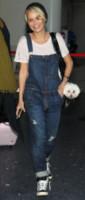 Kristin Chenoweth - Londra - 21-05-2014 - In carrozza! Anche il viaggio ha il suo dress code