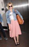 Jena Malone - Londra - 18-06-2014 - Un classico che ritorna: il giubbotto di jeans