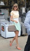 Taylor Swift - New York - 01-07-2014 - Lo streetstyle è più malizioso con una minigonna