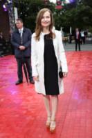 Isabelle Huppert - Munich - 02-07-2014 - Primavera 2015: con il soprabito, le celebs vanno… in bianco!
