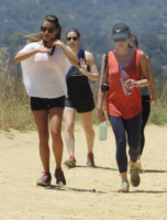 Lea Michele - Los Angeles - 02-07-2014 - Tieniti  in  forma   con   l'hiking!