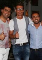 Cristiano Ronaldo - Mykonos - 04-07-2014 - Cristiano Ronaldo: in Brasile un bulletto, in Grecia un nerd