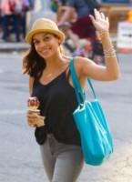 Rosario Dawson - New York - 09-07-2014 - Sta per tornare l'estate e non può mancare il gelato!