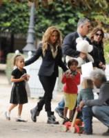 Emme Maribel, Max Anthony, Jennifer Lopez - Parigi - 08-07-2014 - Mamme single? Sì, con stile e... di successo!