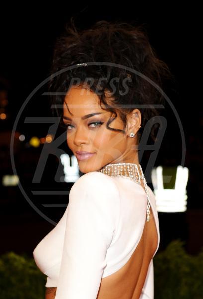 Rihanna - New York - 05-05-2014 - Reggiseno? No grazie, le star lasciano intravedere tutto